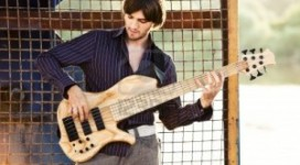 Play-bass-guitar