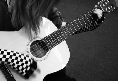 Các bạn nữ có thể học Guitar được không
